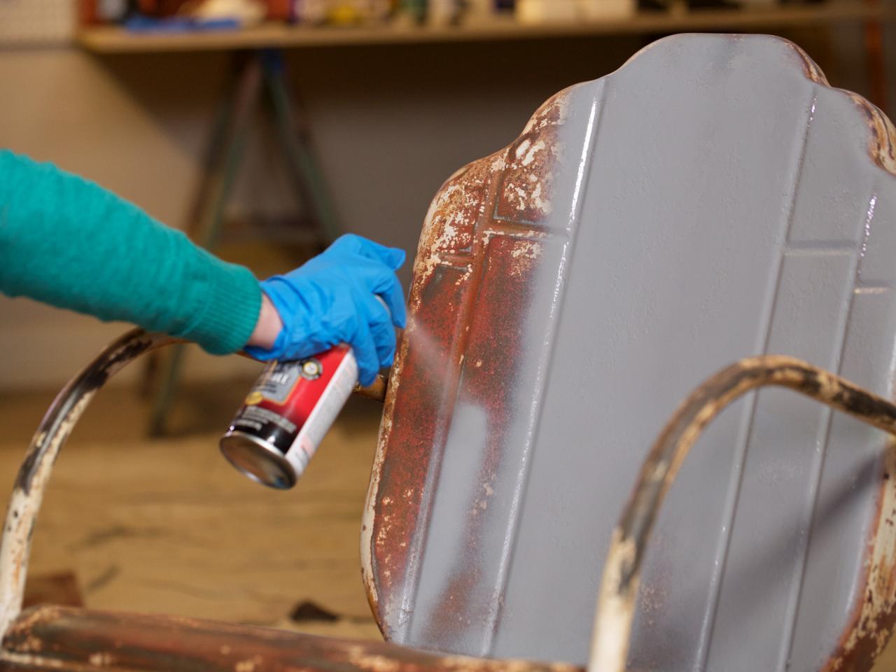 Покраска металлического стула