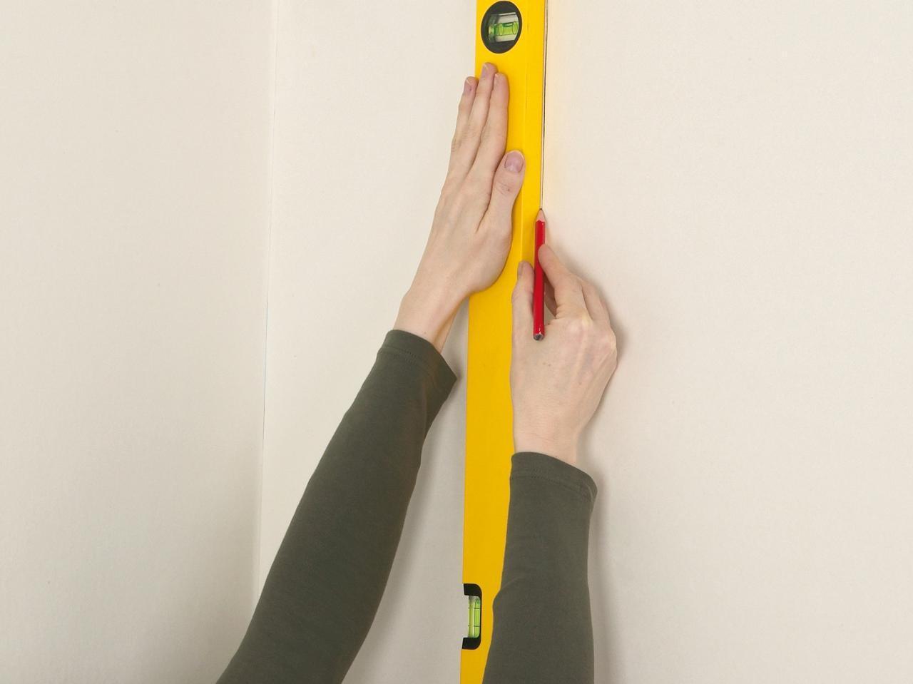 Вертикаль на стене