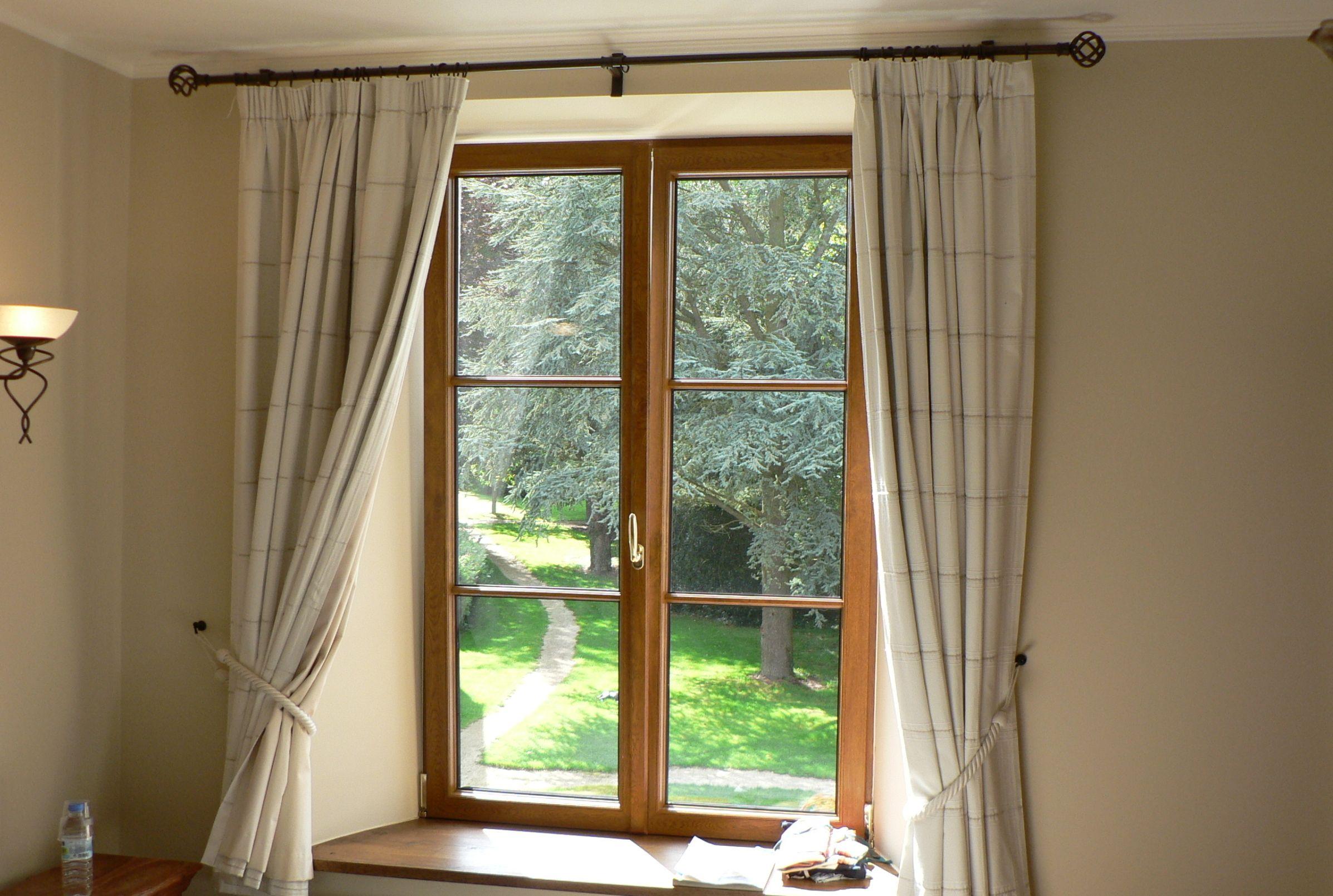 Фото закрытого окна
