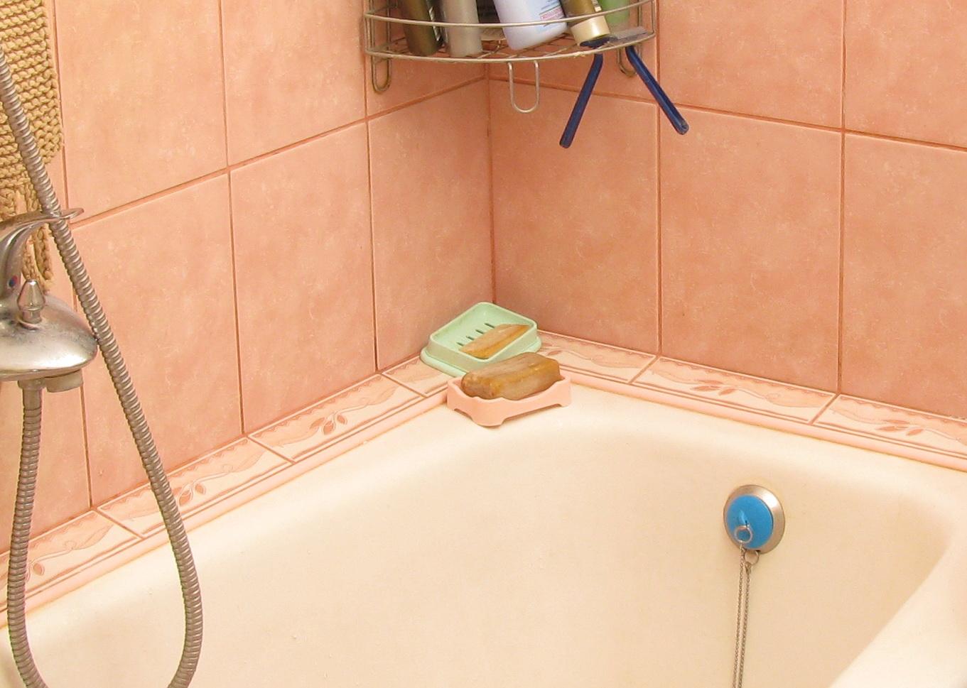 Примыкание стены и ванны