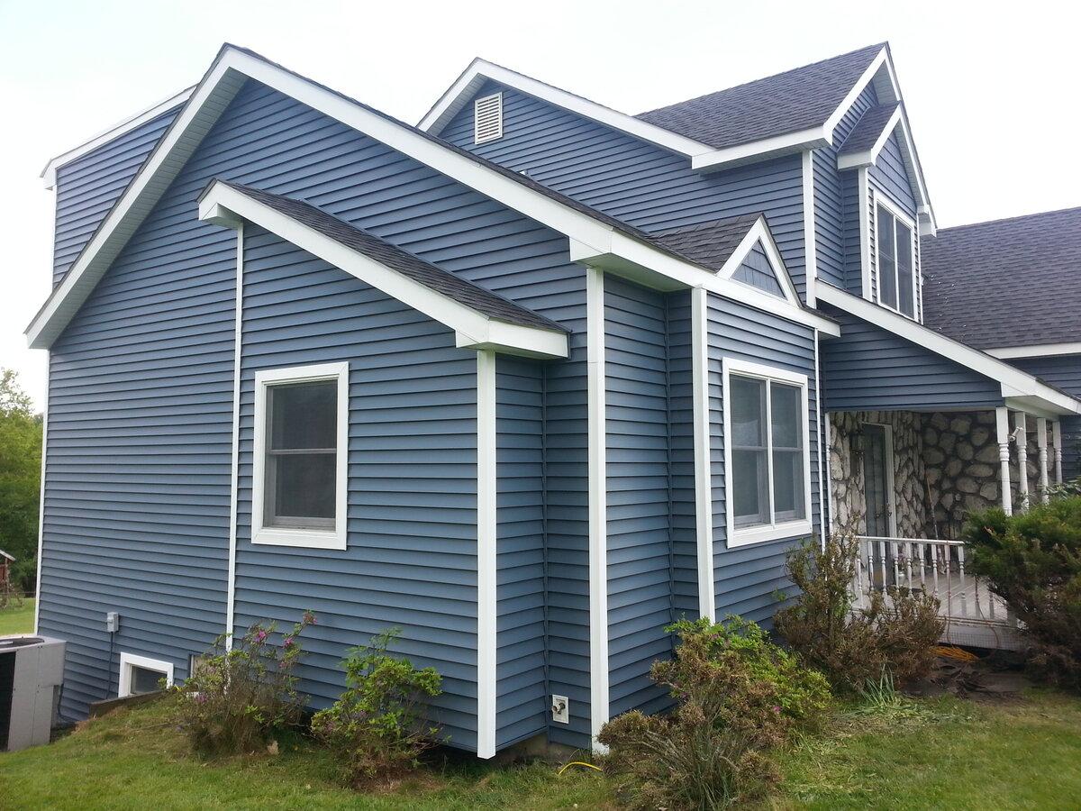 Дом с синим сайдингом