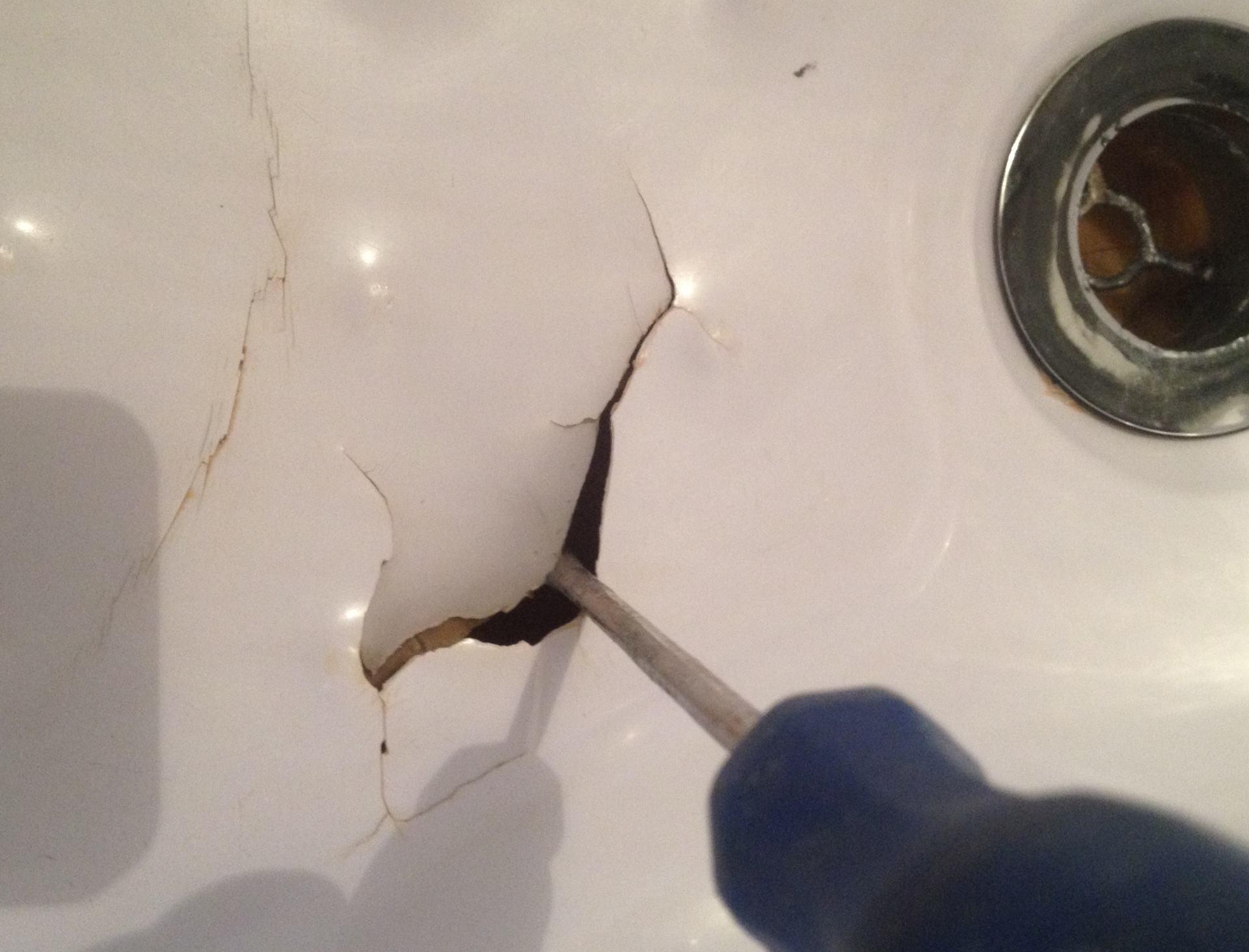 Фото дыры в ванной