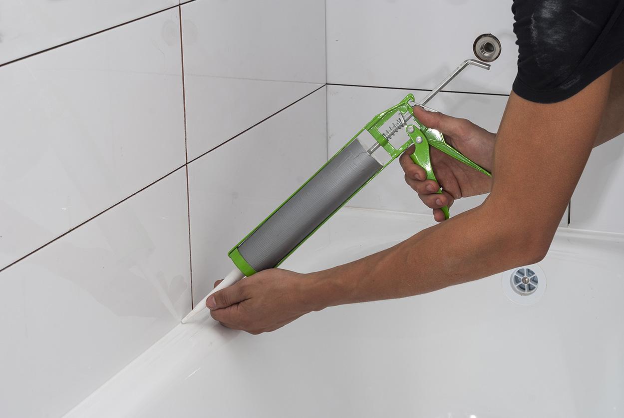 Герметизация шва ванной