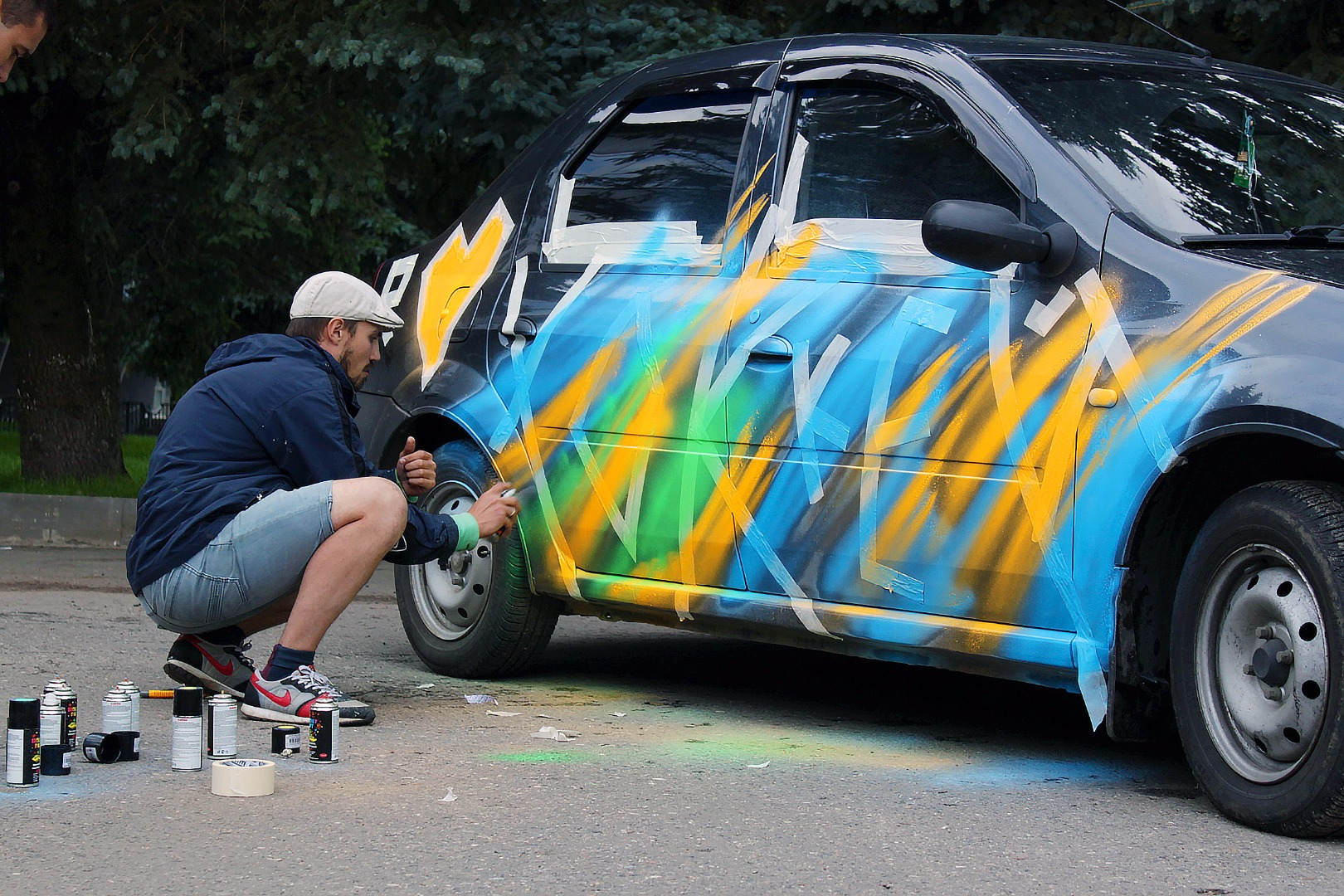 Покраска машины на улице