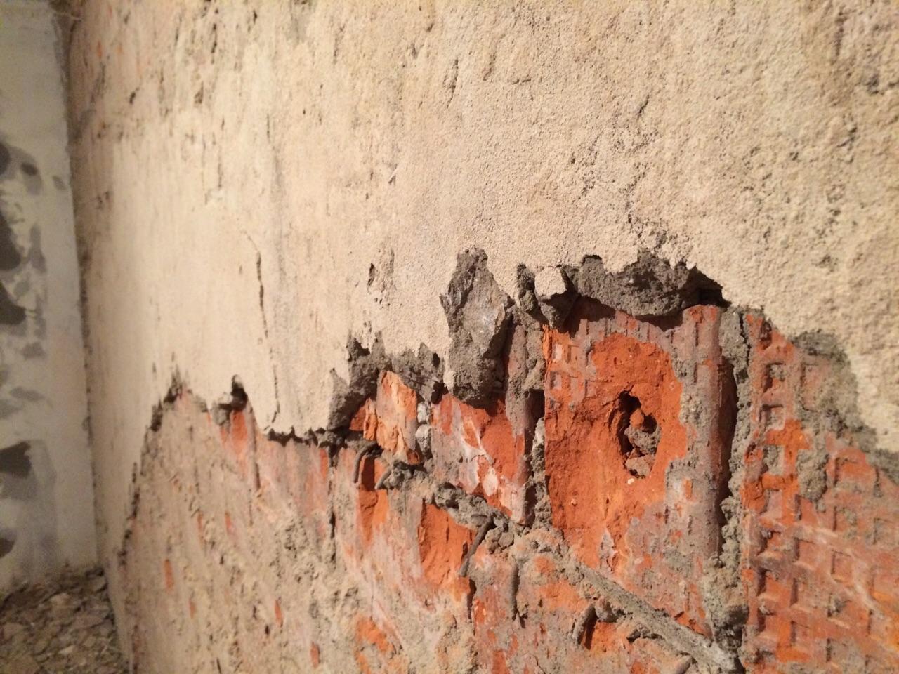 Удаление штукатурки с кирпичной стены