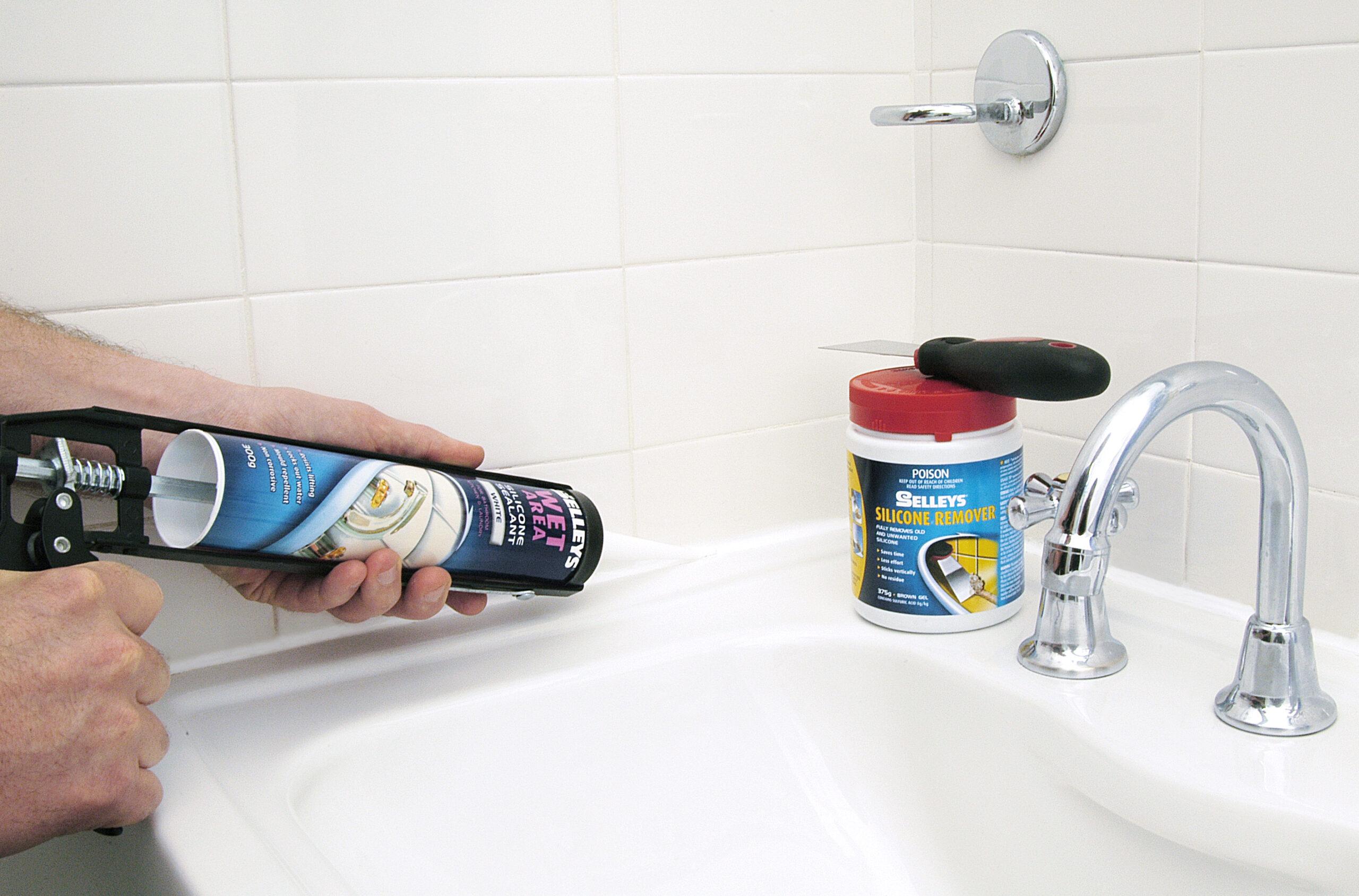 Заделывание шва в ванной