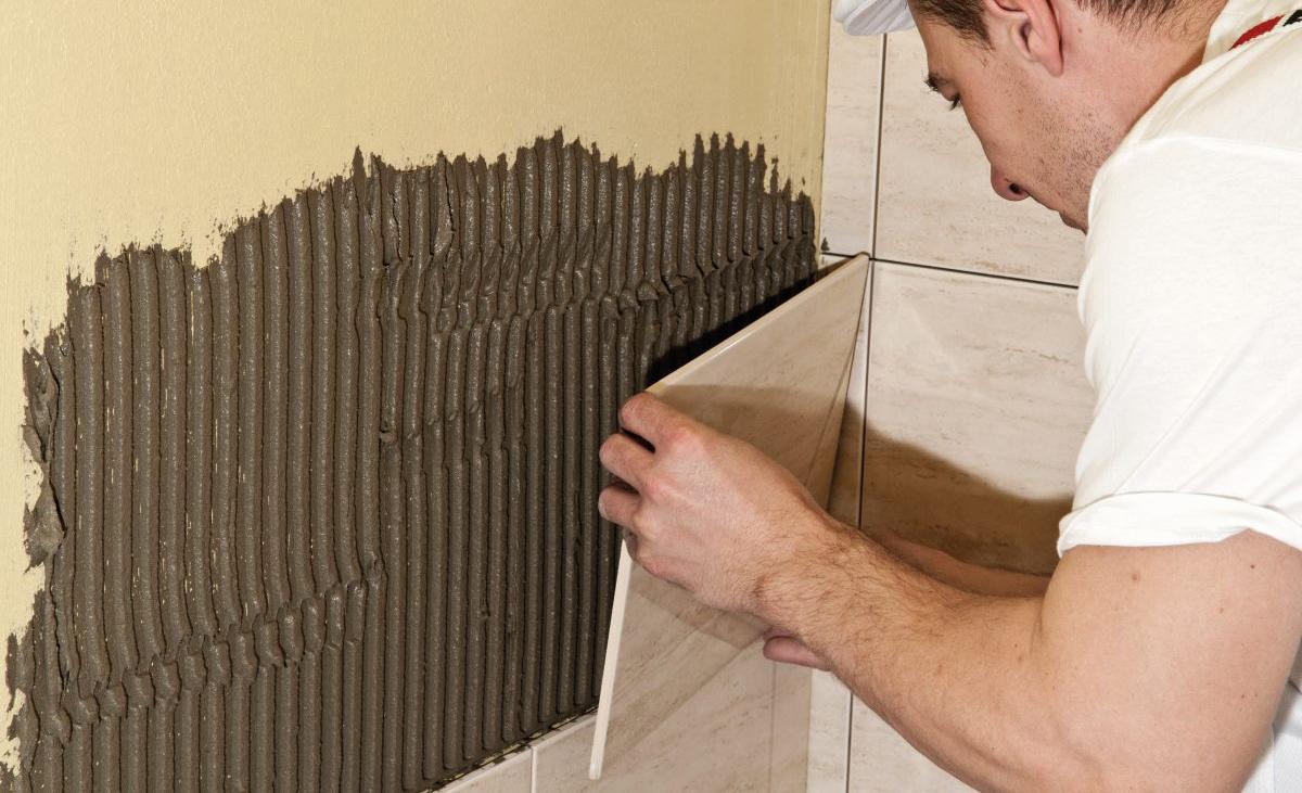 Поклейка керамической плиткой