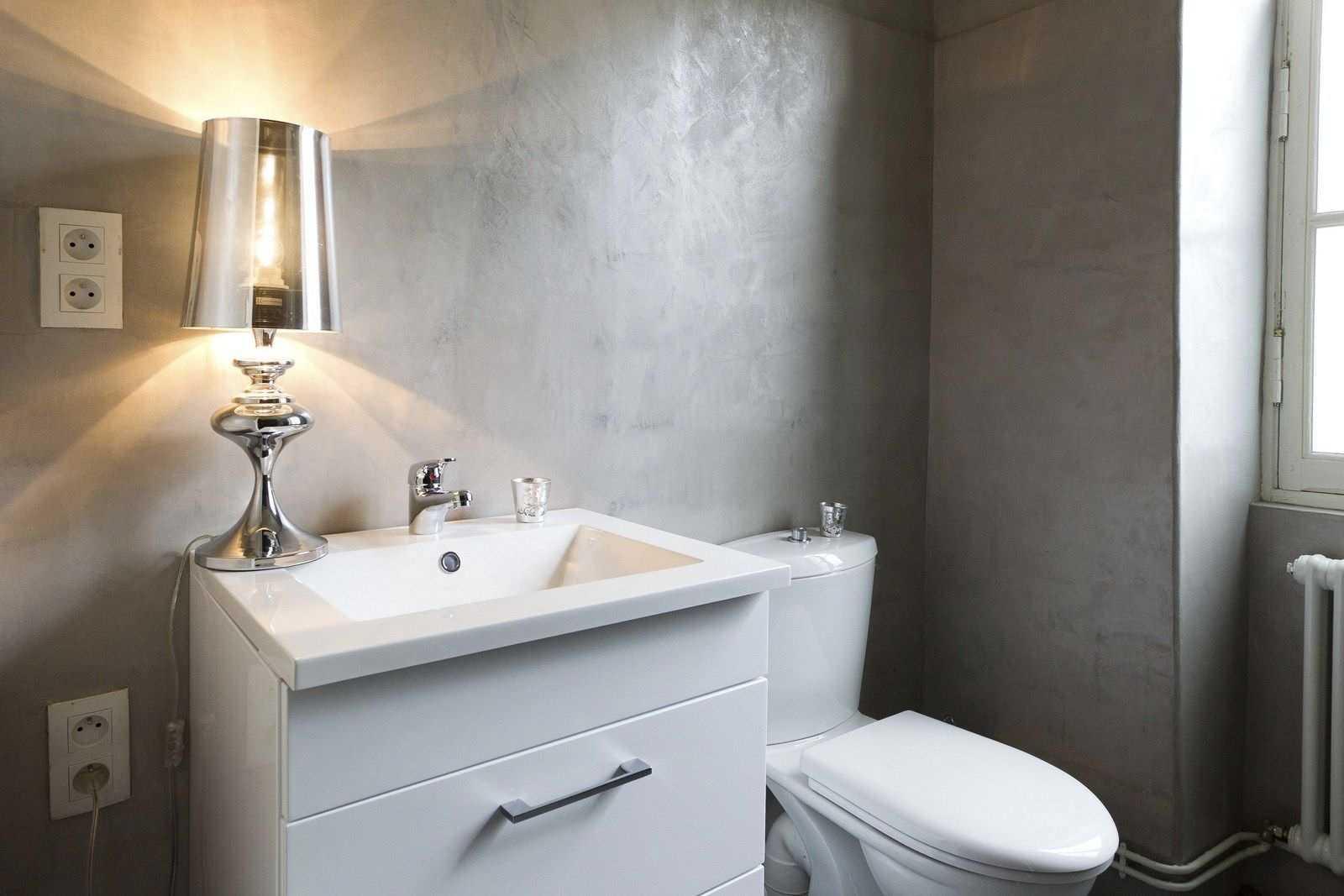 Шпаклеванные стены в ванной