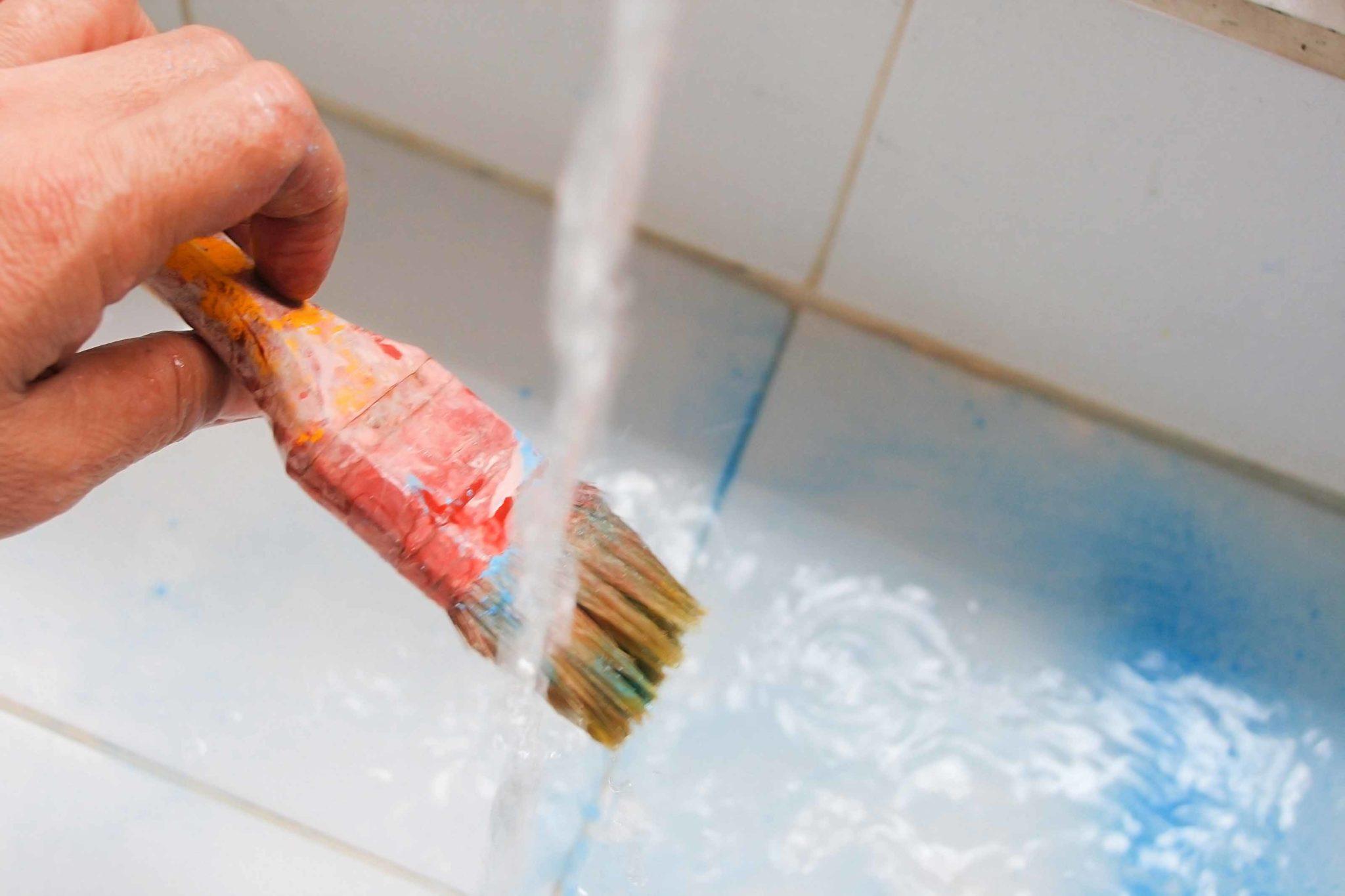Мытье кисти