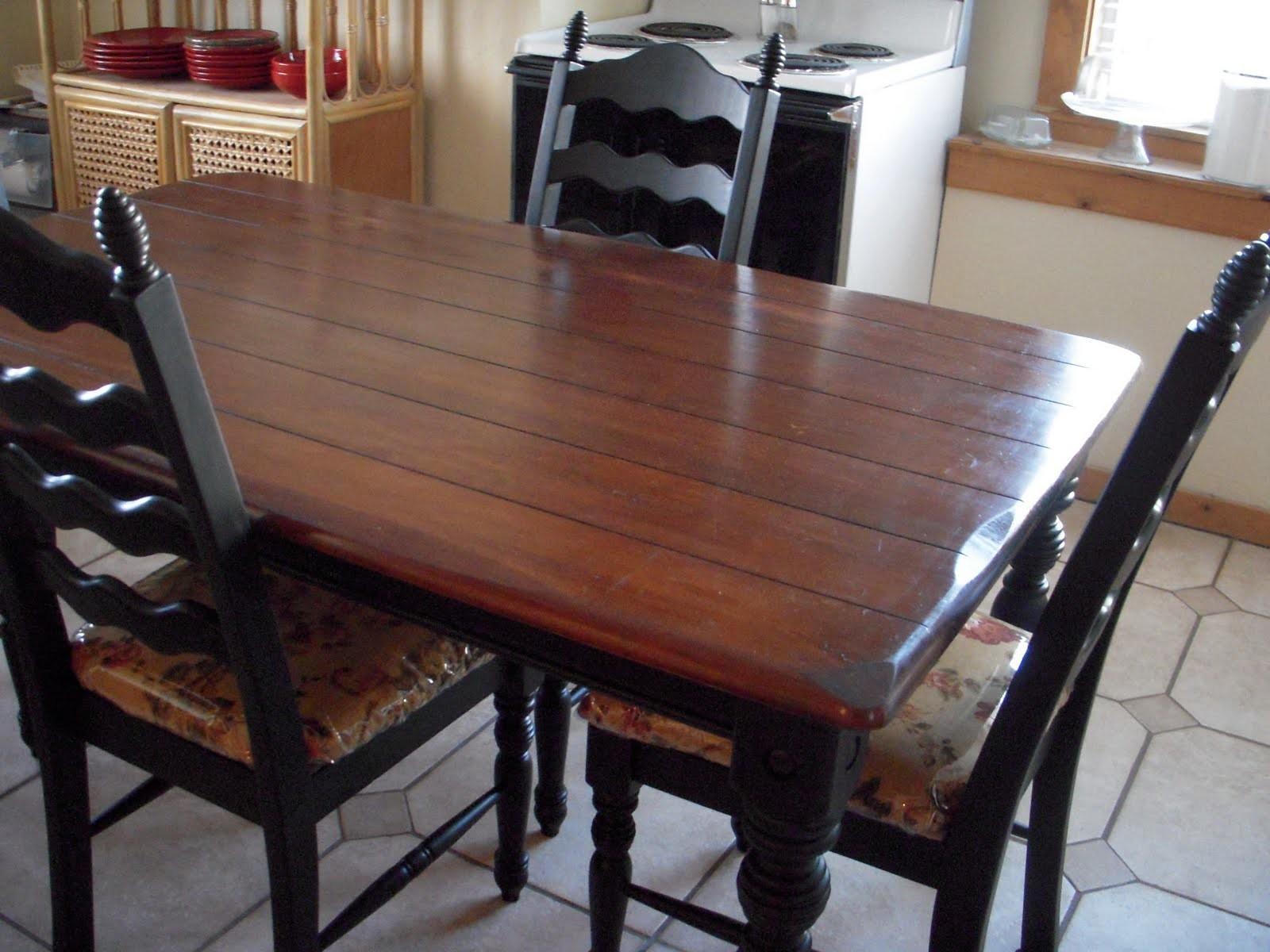Крашенный обеденный стол
