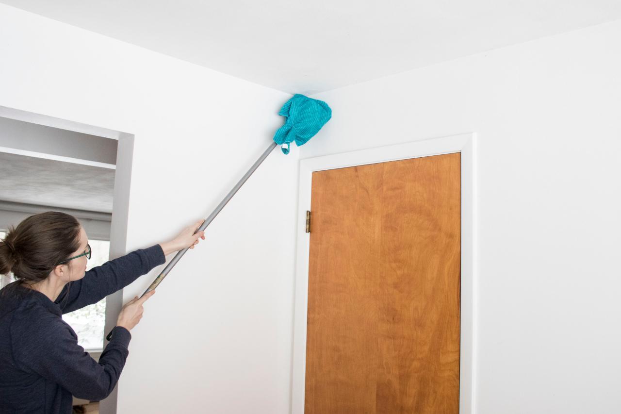 Очистка крашенных стен