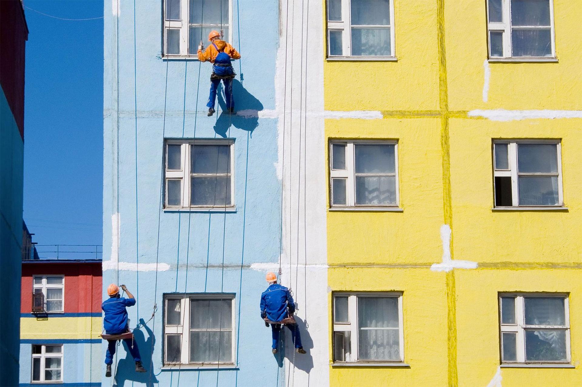 Покраска многоэтажного дома