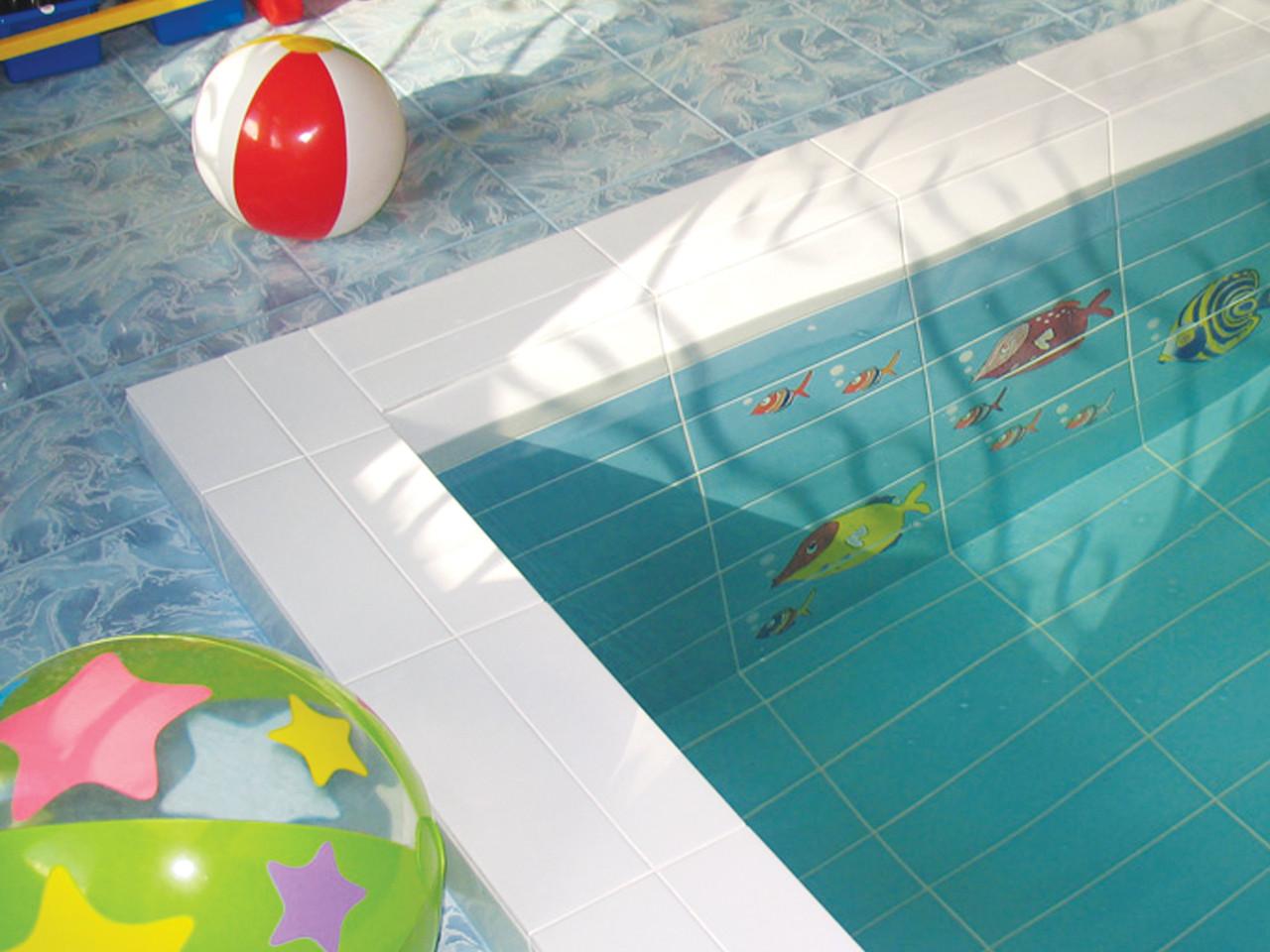 Бассейн с керамической плиткой