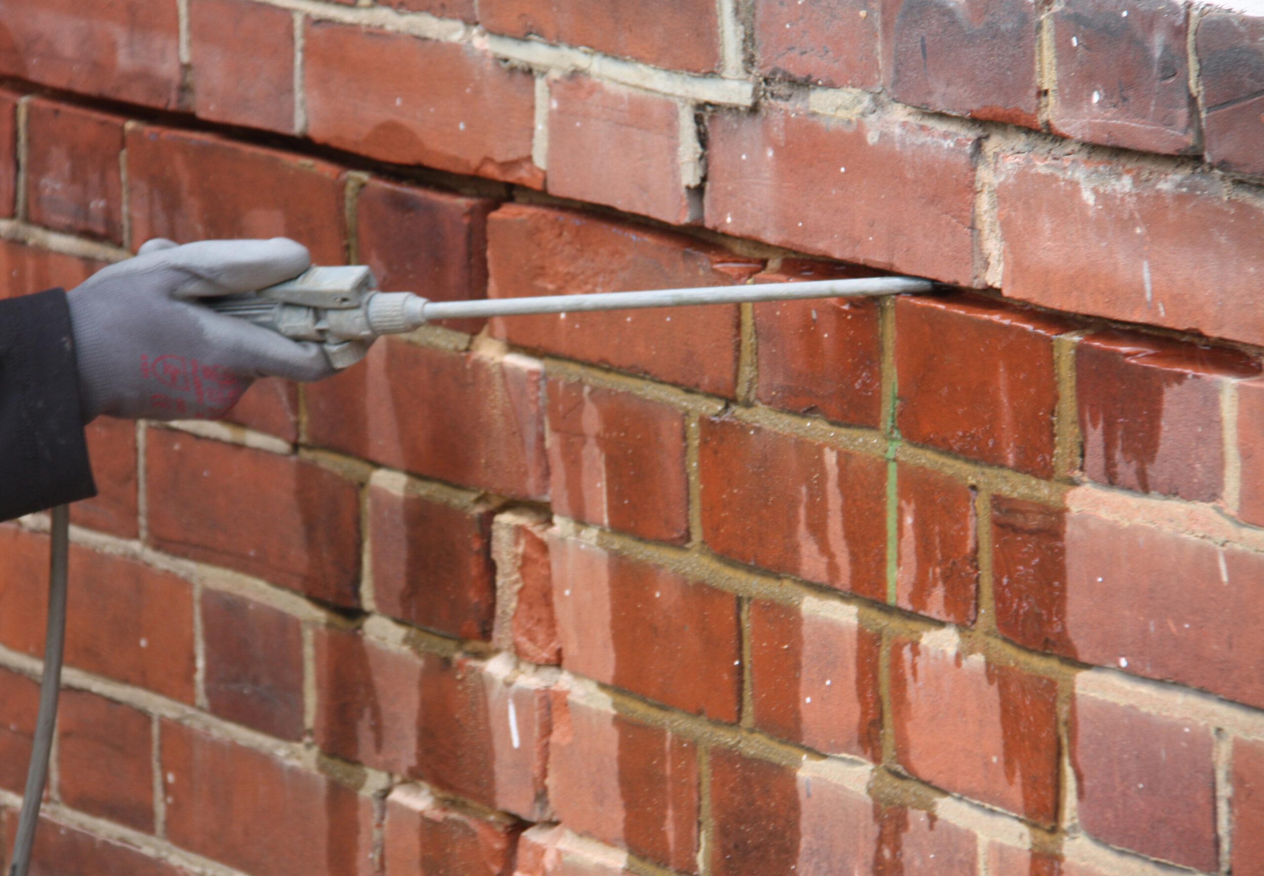 Герметизация трещин на фасаде