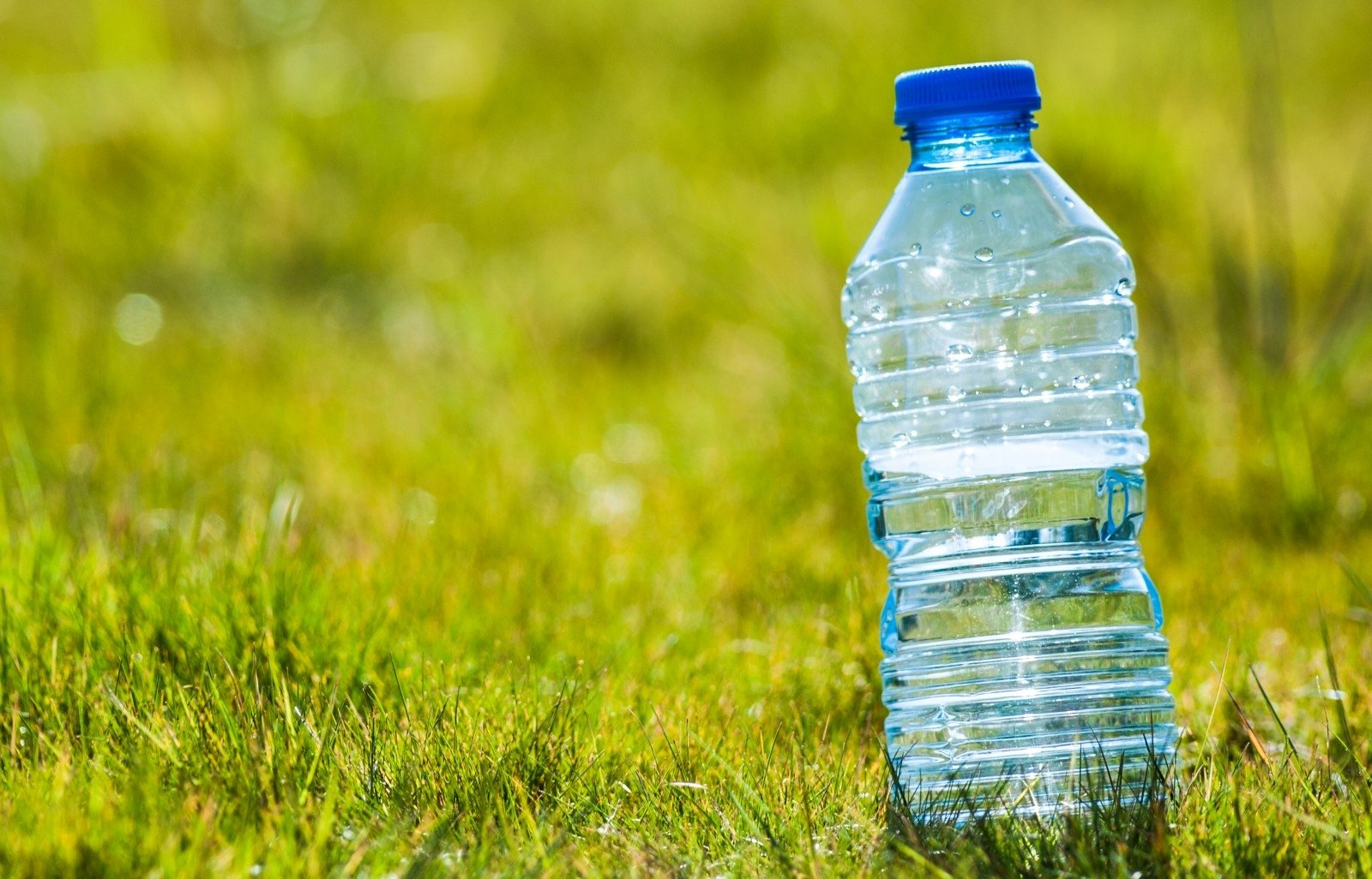 Вода в бутылке