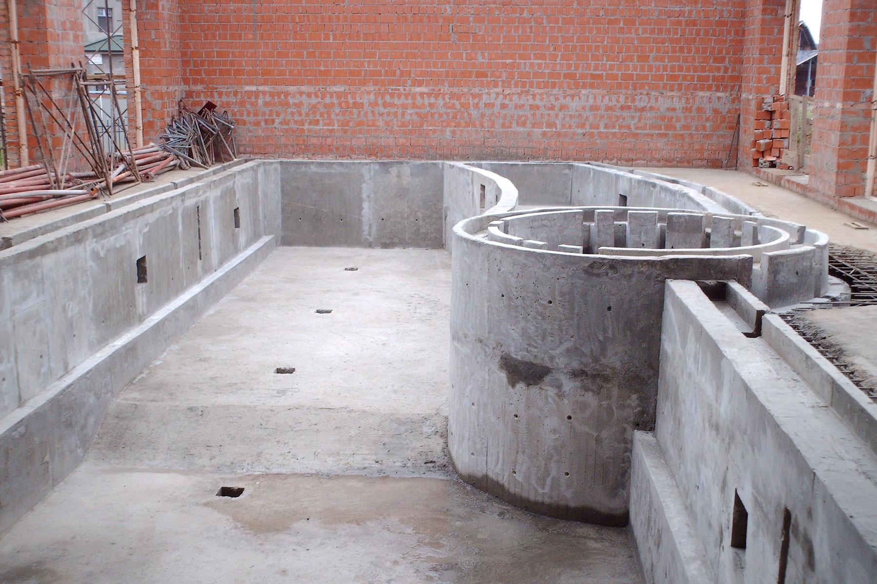 Чаша бассейна из бетона