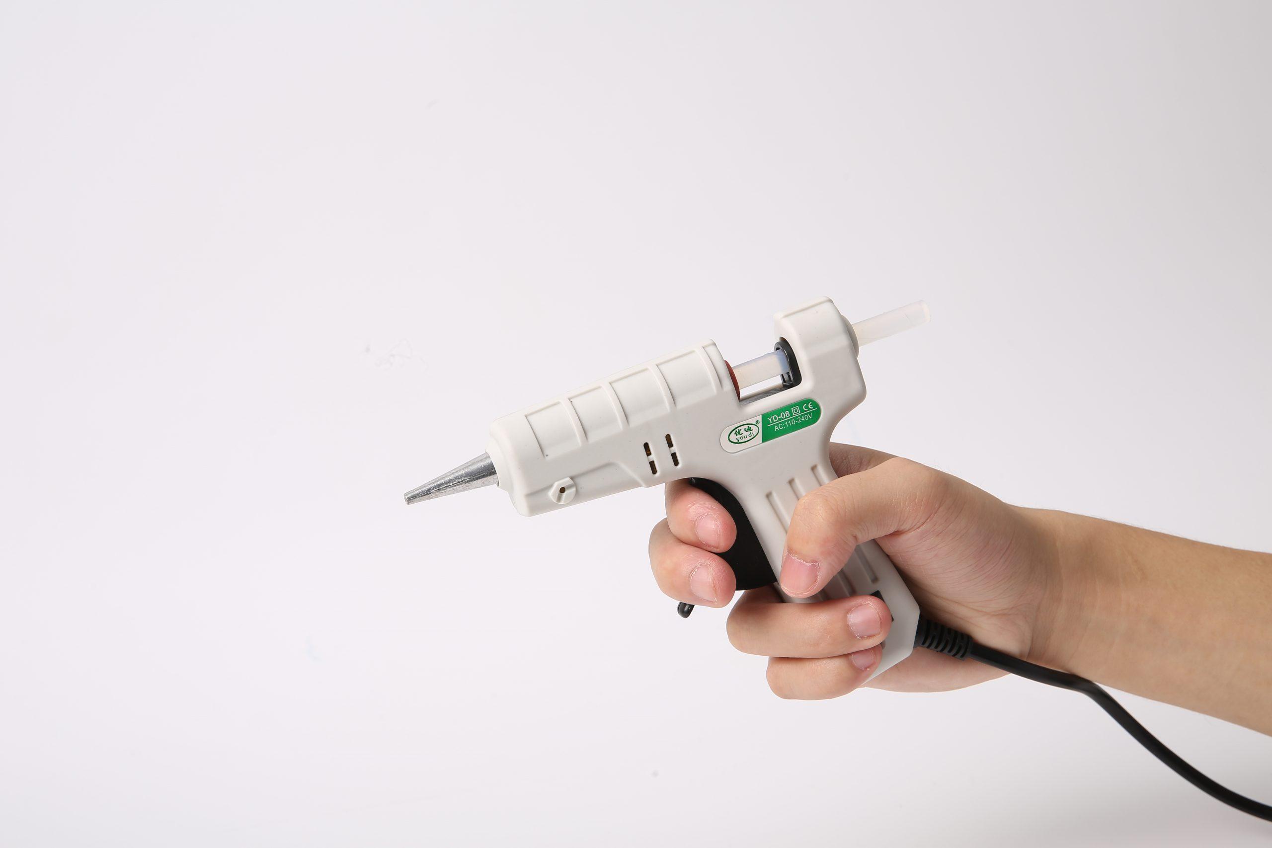 Фото клеевого пистолета