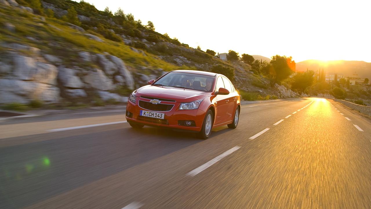 Фото машины на дороге