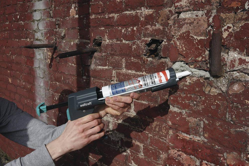 Пистолет с герметиком
