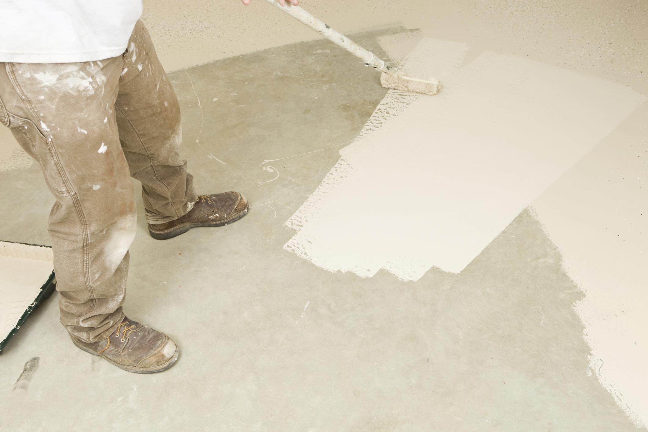 Покраска бетона валиком