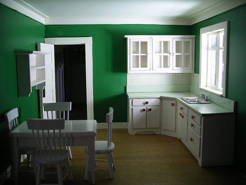 Темно-зеленые стены