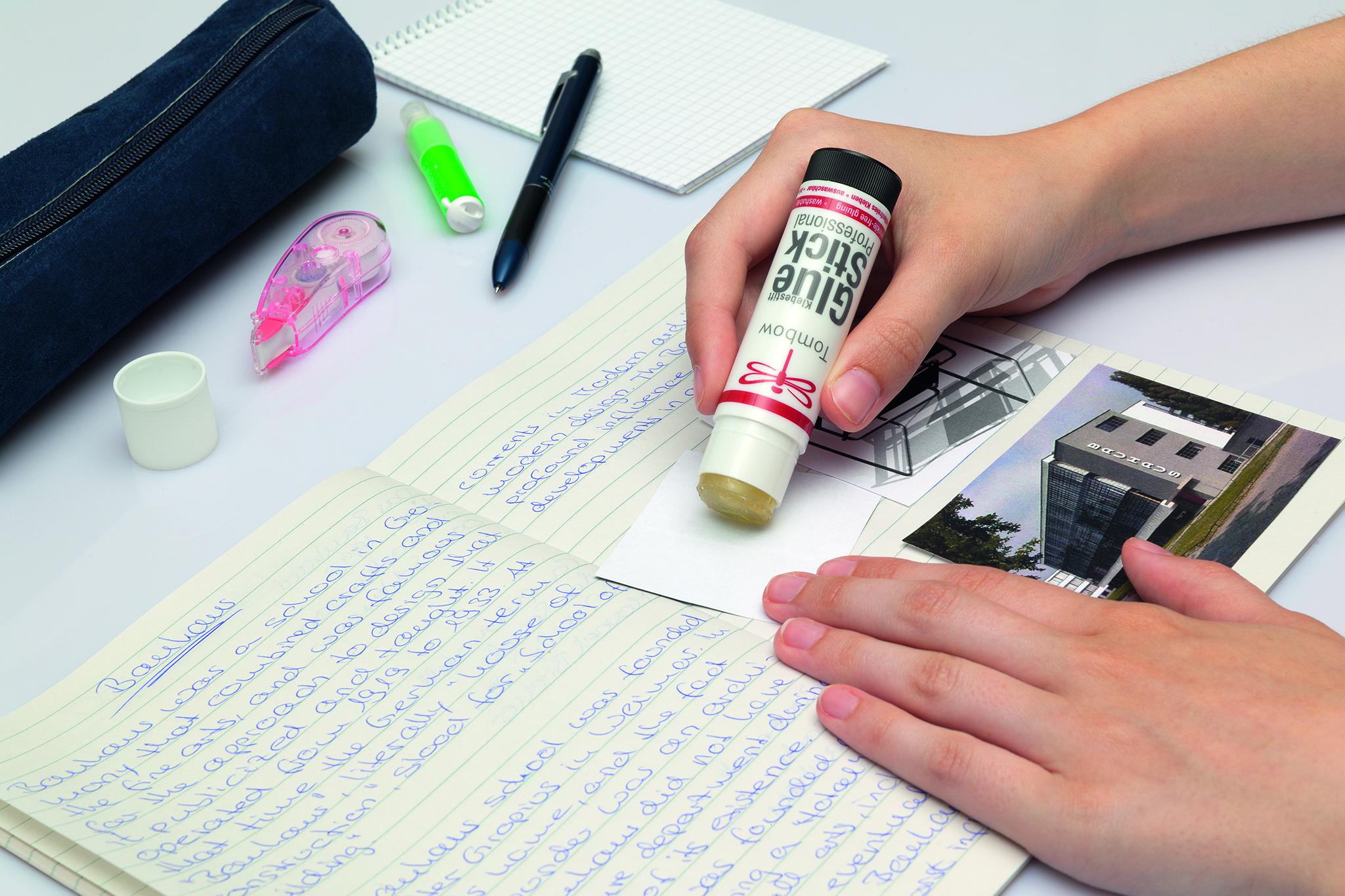 Использование клея-карандаша