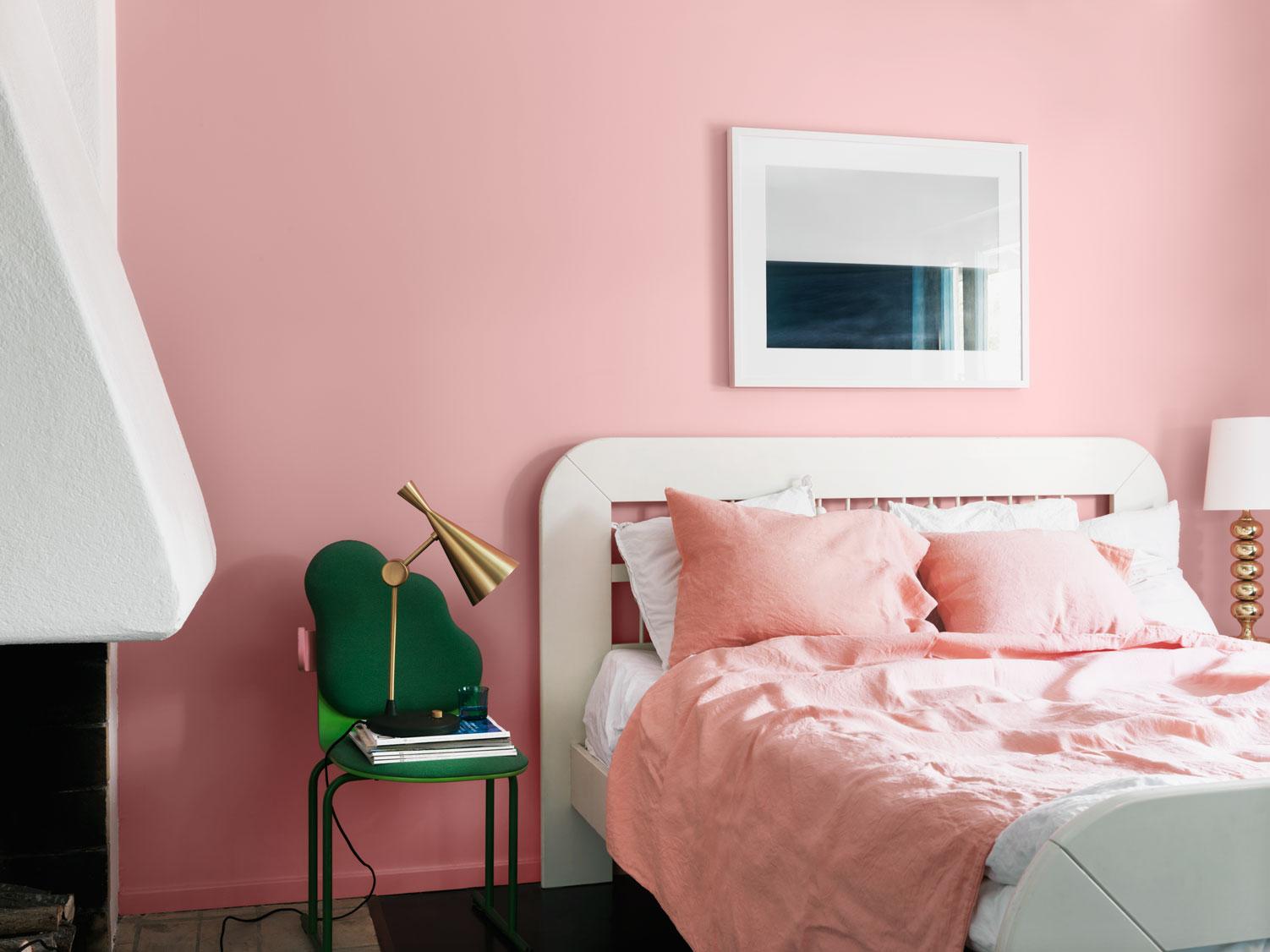 Фото розовых стен