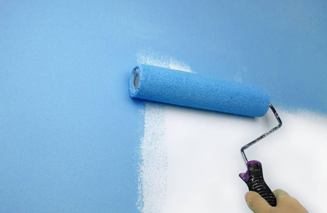Покраска стен валиком