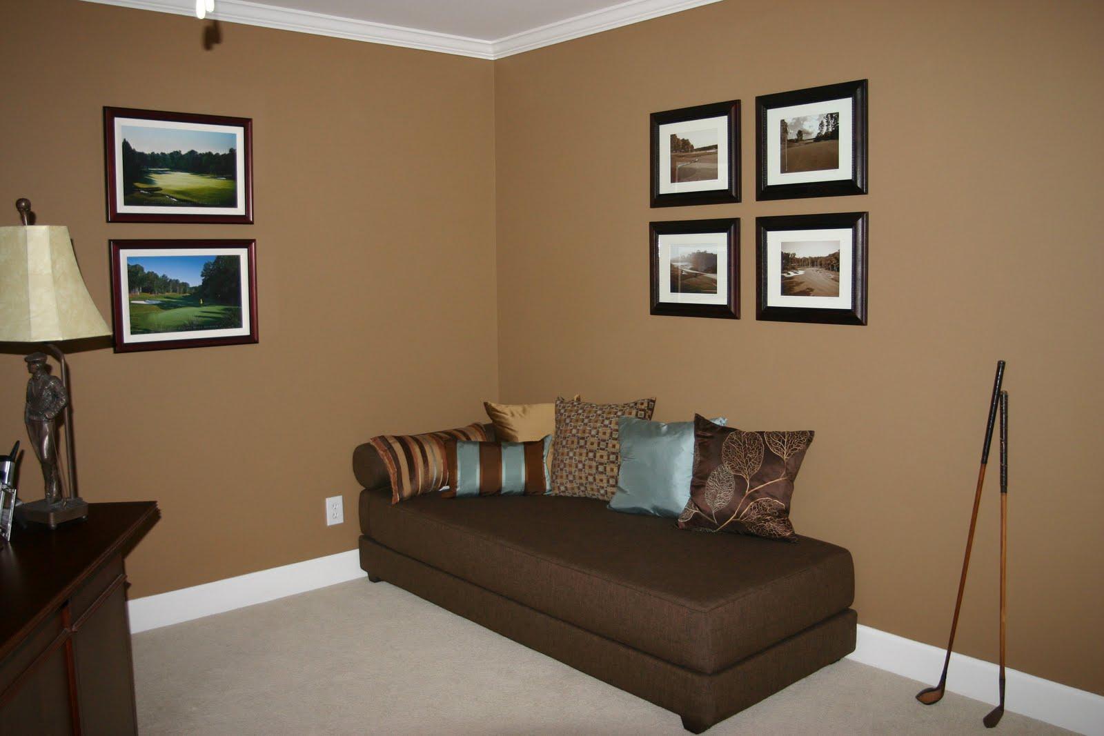 Стены коричневые в комнате
