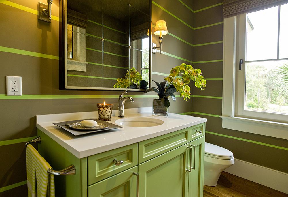 Крашенная мебель в ванной