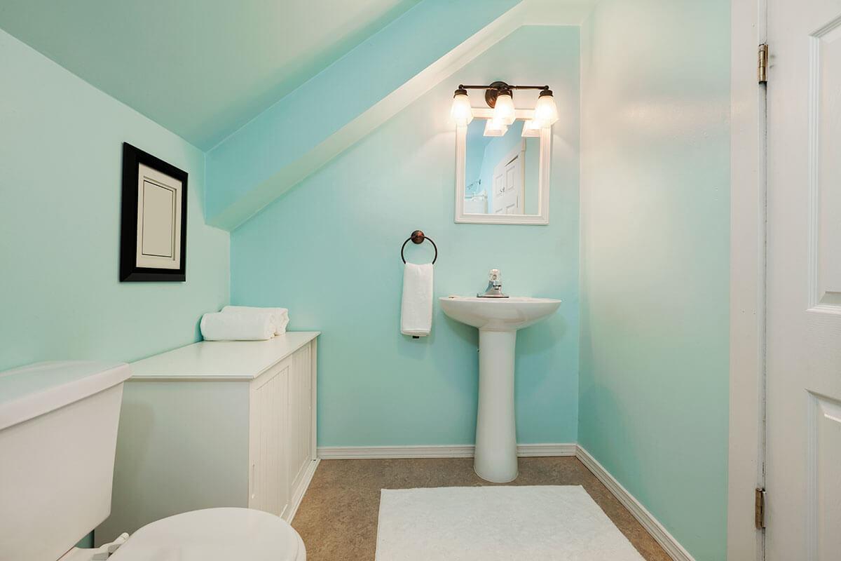 Крашенный потолок в ванной
