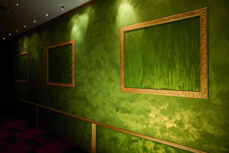 Краска на стенах