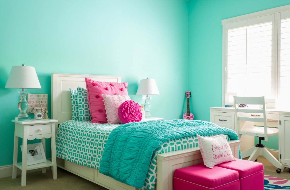 Бирюзовая краска на стенах