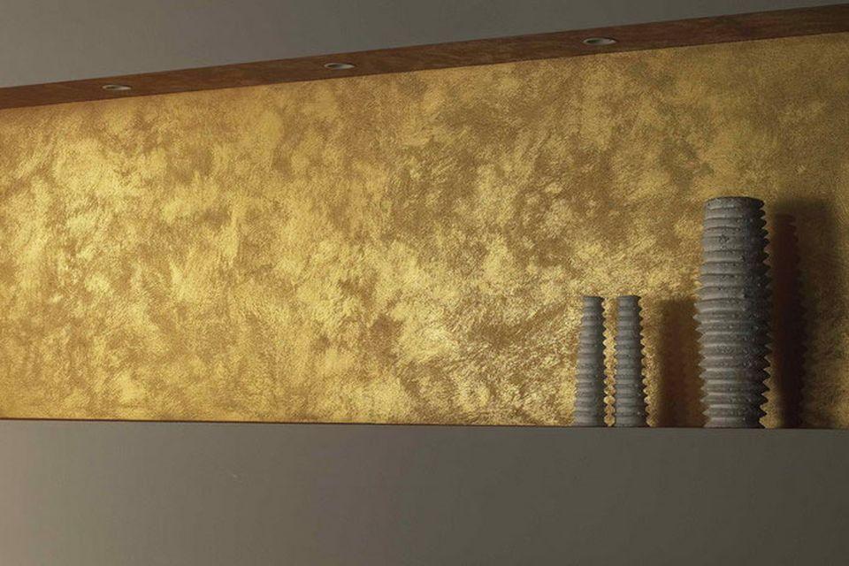 Фото бронзовой стены