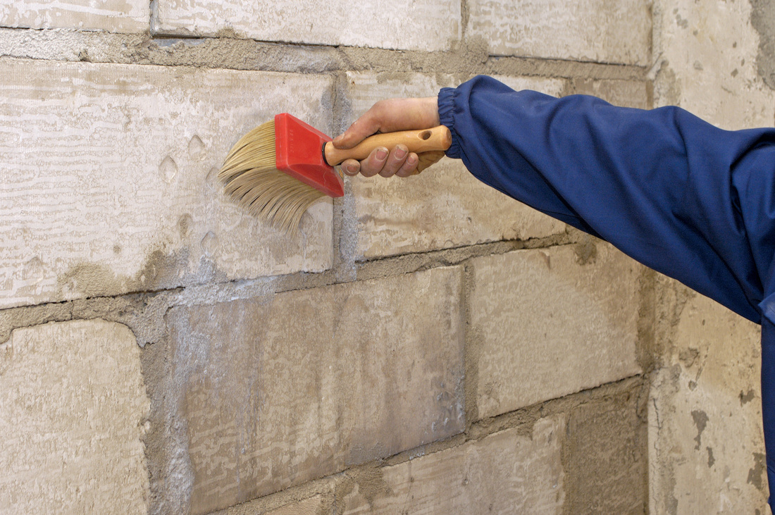 Фото грунтовки стен