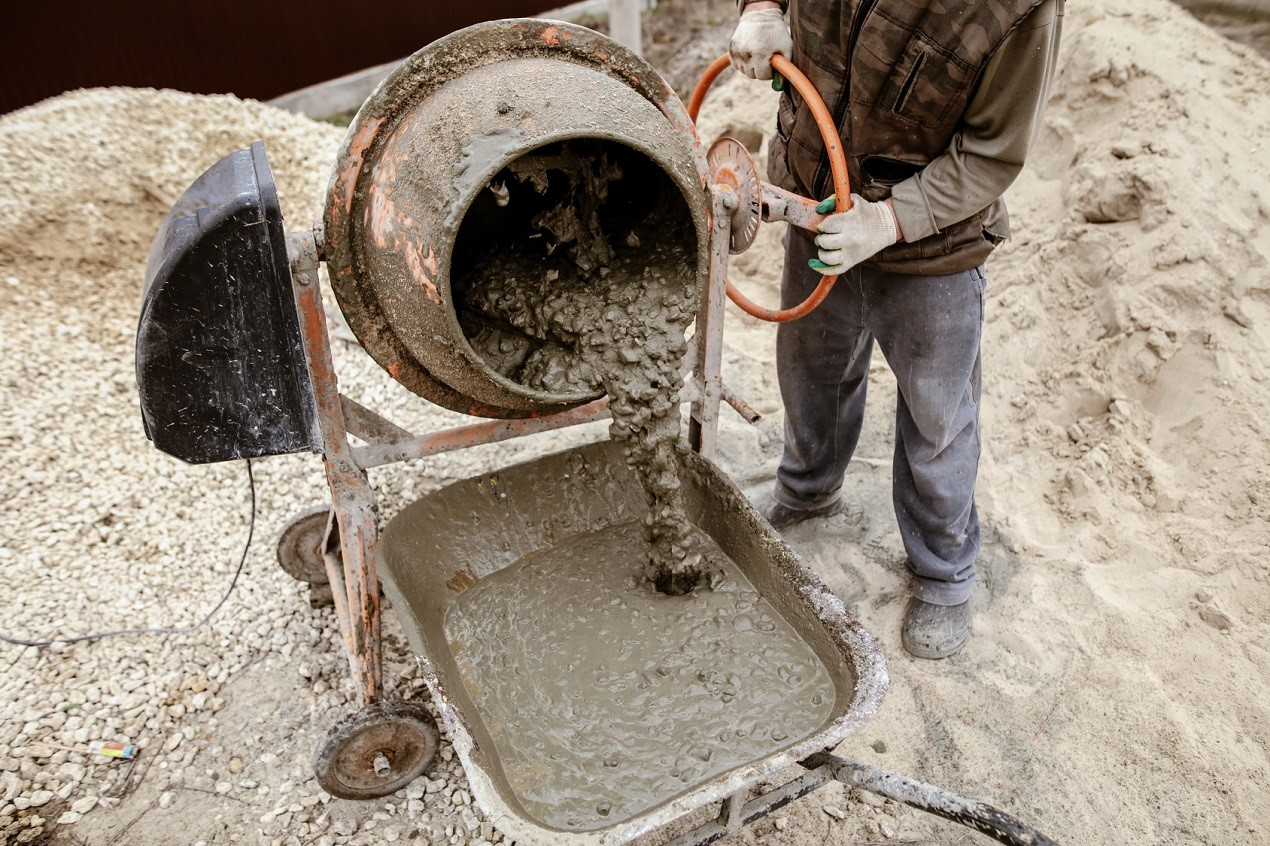 Приготовление бетонной стяжки
