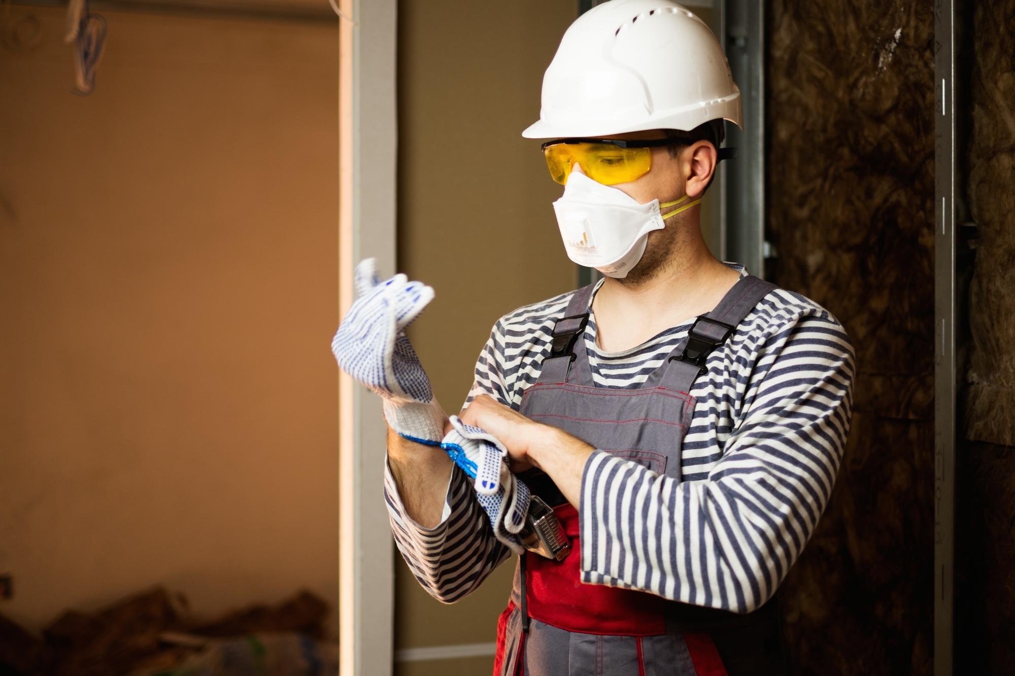 Фото строителя в защите