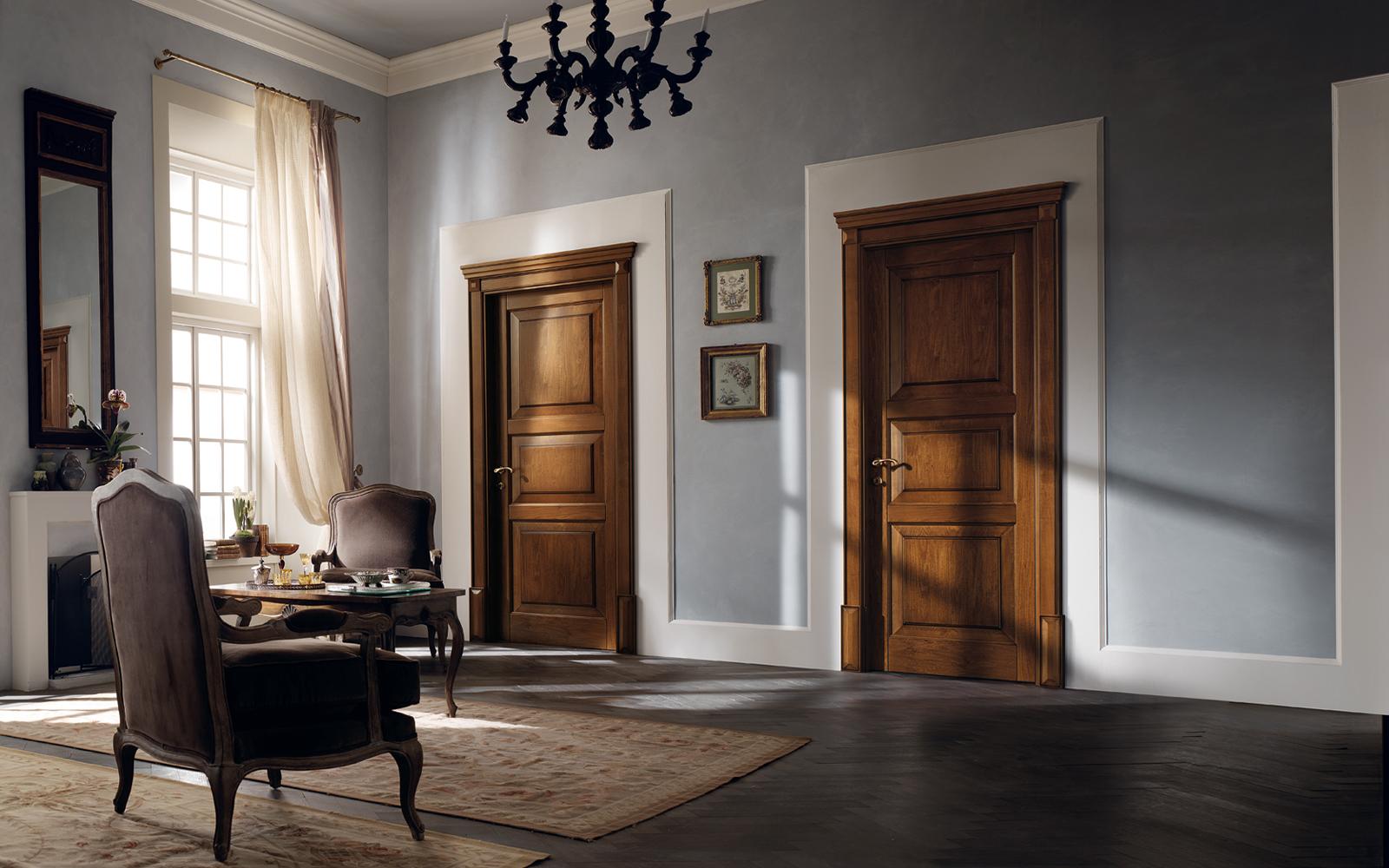 Коричневые двери
