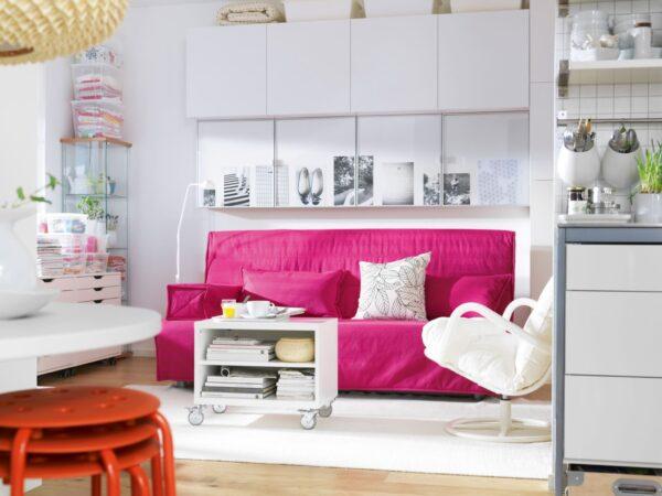 Фото малинового дивана