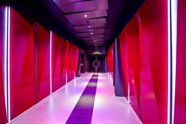 Неоновый коридор
