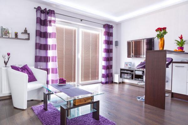 Фиолетовый текстиль в интерьере