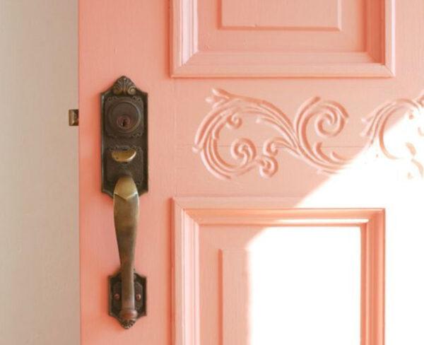 Персиковая дверь